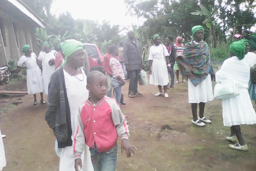 IMG_20160904_084831 les chrétiens du poste de Konvé à la sortie de la messe