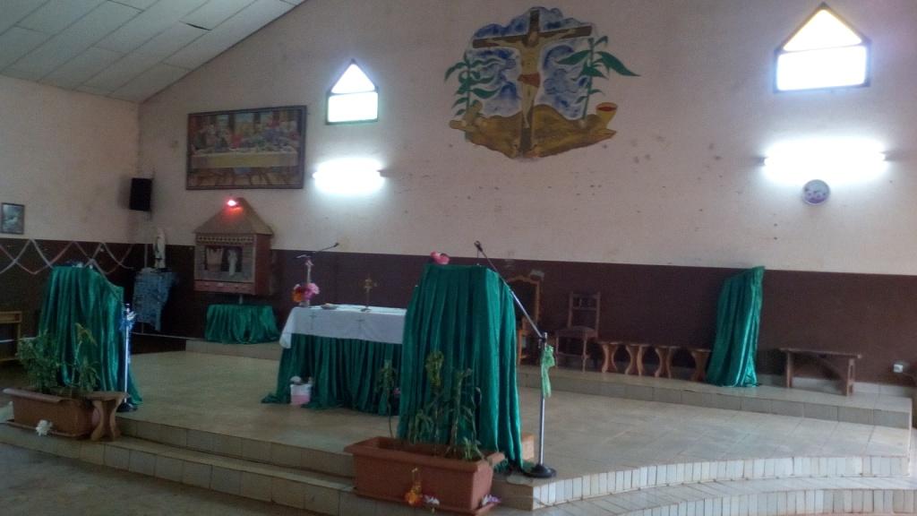 Famwa (15) Intérieur de l'église