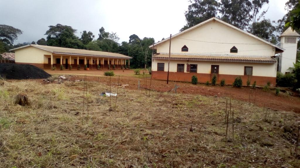 Famwa (5) Eglise paroissiale et son école catholique