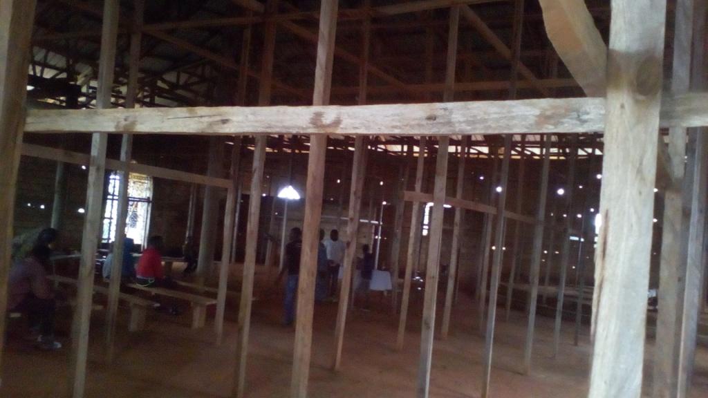 Mbem (5) intérieur de la nouvelle église en construction