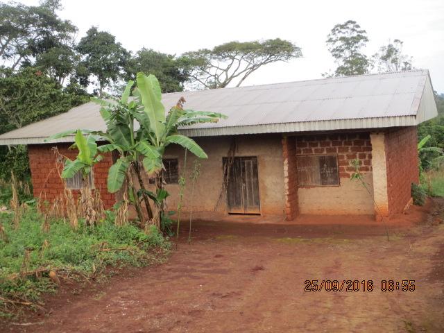 DEMBOU (2) Vue extérieure case chapelle